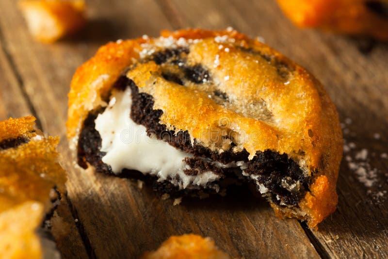 Τσιγαρισμένα μπισκότα κρέμας σοκολάτας στοκ εικόνα