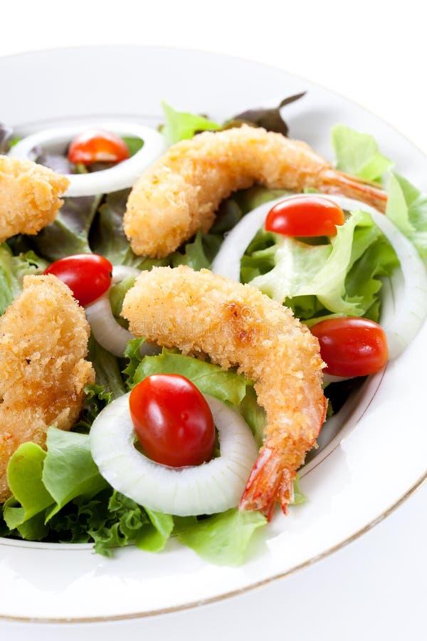 Τσιγαρισμένες γαρίδες με τη σαλάτα και τη μαγιονέζα στοκ φωτογραφία με δικαίωμα ελεύθερης χρήσης