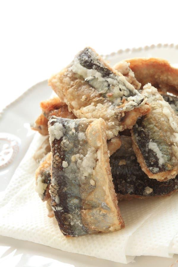 Τσιγαρισμένο ειρηνικό saury για την ιαπωνική εικόνα τροφίμων στοκ εικόνα