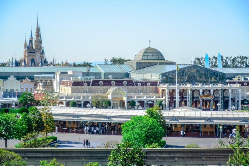 ΤΣΙΜΠΑ, ΙΑΠΩΝΙΑ: Άποψη του Τόκιο Disneyland από το εξωτερικό σε Urayasu, Τσίμπα, Ιαπωνία στοκ φωτογραφίες με δικαίωμα ελεύθερης χρήσης