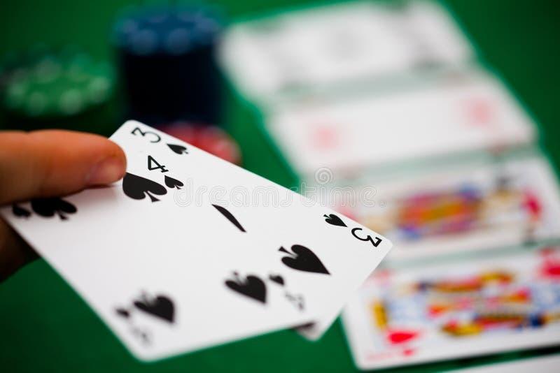 Τσιπ και κάρτες πόκερ στοκ φωτογραφία