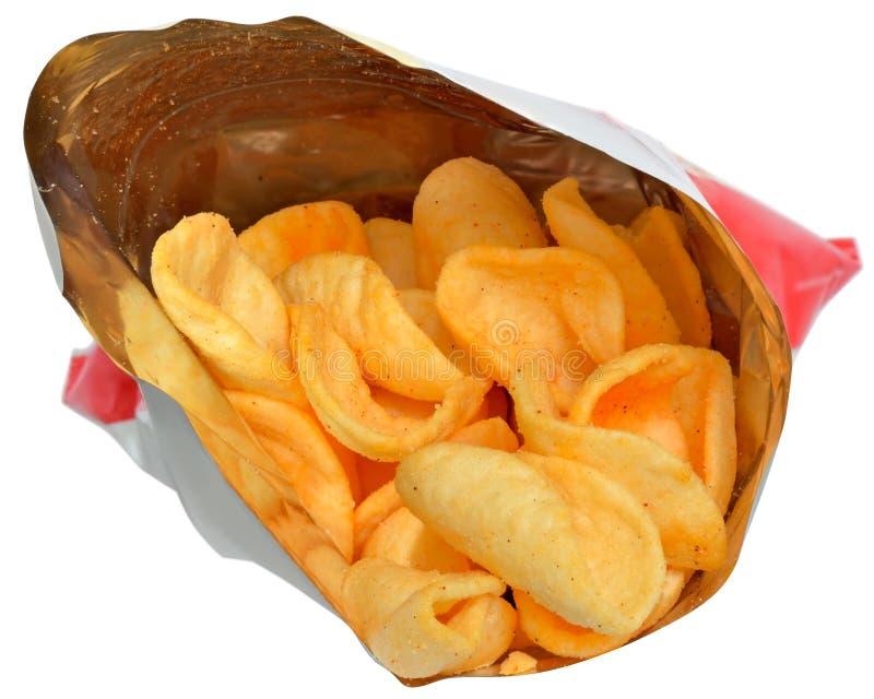 Τσιπ πατατών στη συσκευασία κοντά που απομονώνεται επάνω στοκ εικόνα