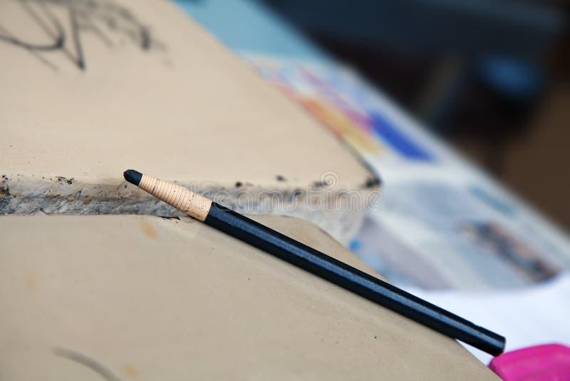 Τυλιγμένο μολύβι ξυλάνθρακα στοκ εικόνα με δικαίωμα ελεύθερης χρήσης