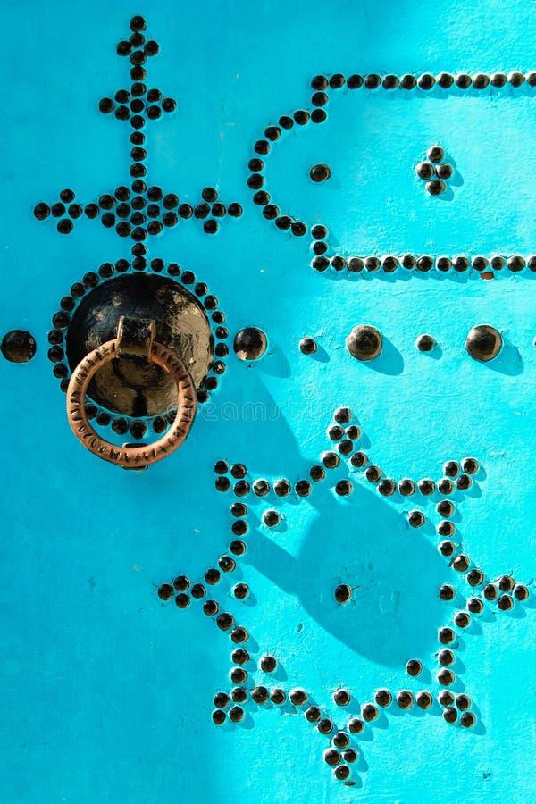 Τυνησιακά πόρτα UEBL και ρόπτρα πορτών στοκ εικόνες με δικαίωμα ελεύθερης χρήσης
