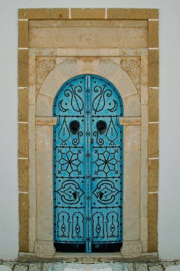 Τυνησιακά πόρτα UEBL και ρόπτρα πορτών στοκ φωτογραφία με δικαίωμα ελεύθερης χρήσης