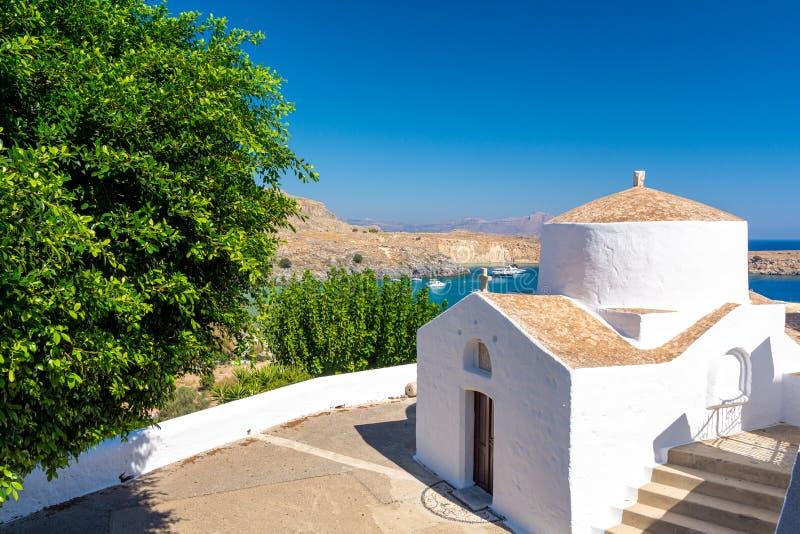 Τυπικό ορθόδοξο ελληνικό παρεκκλήσι στο Λίντος, στο νησί της Ρόδου, Ελλάδα στοκ φωτογραφίες με δικαίωμα ελεύθερης χρήσης