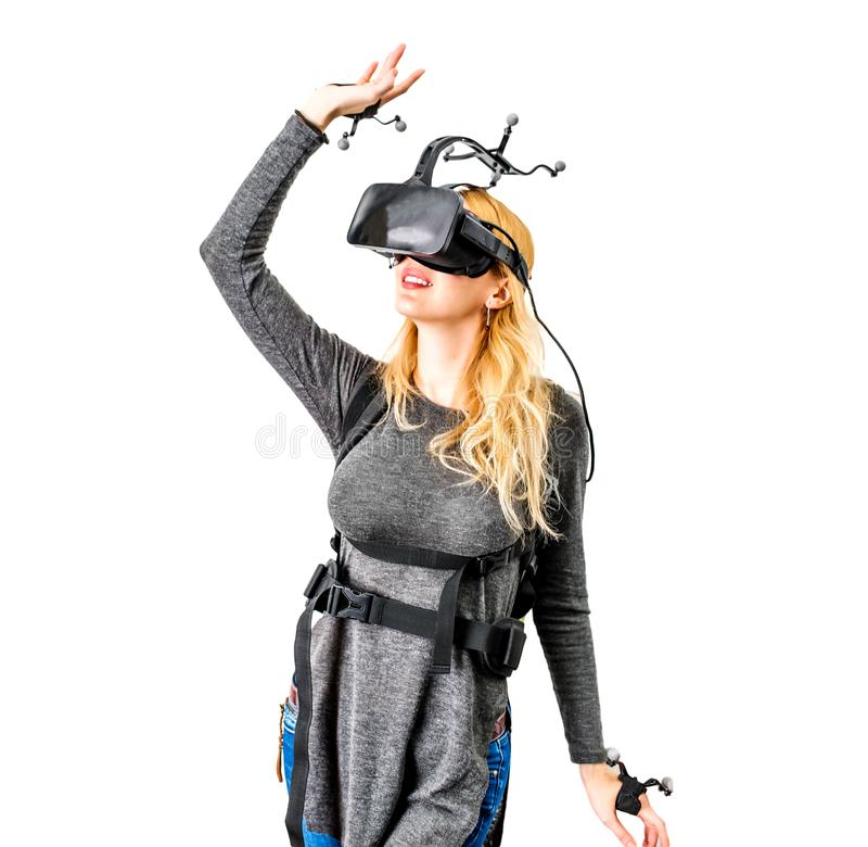 Τυποποιημένος εξοπλισμός στη γυναίκα στη λέσχη vr στοκ φωτογραφία