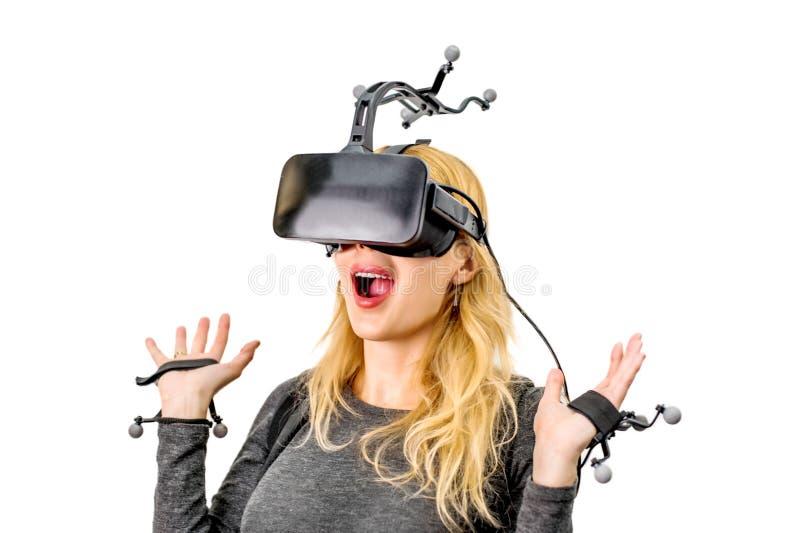 Τυποποιημένο κορίτσι εξοπλισμού στη λέσχη εικονικής πραγματικότητας στοκ φωτογραφίες με δικαίωμα ελεύθερης χρήσης