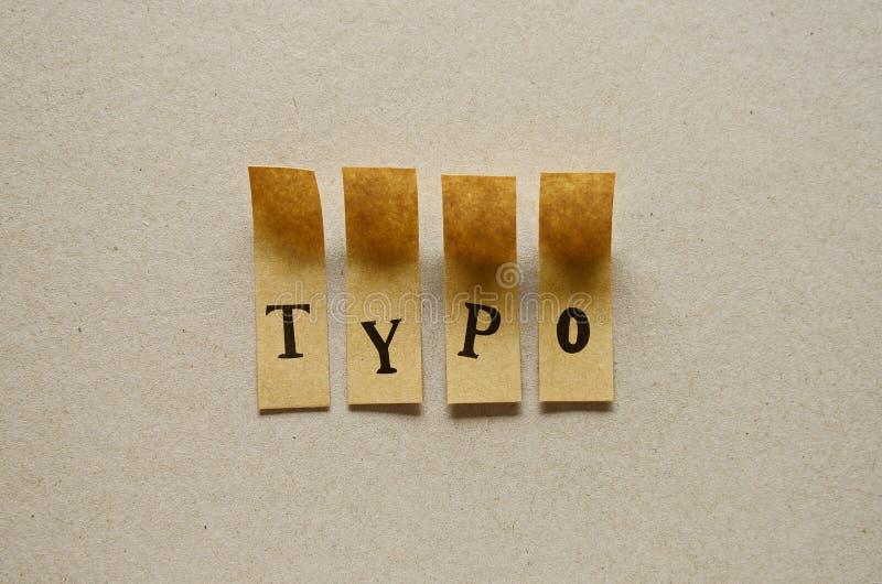 Τυπο - λέξη στις κολλώδεις επιστολές στοκ φωτογραφίες