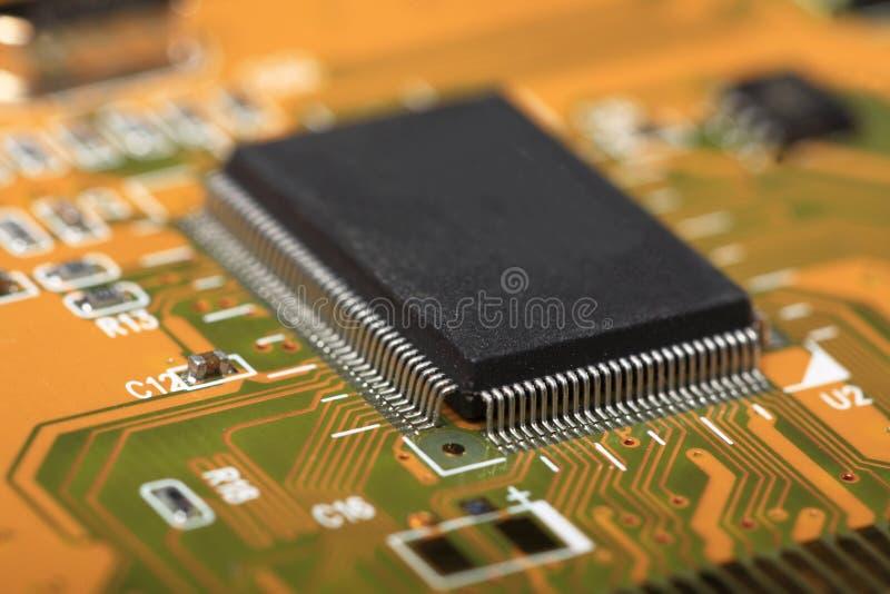 Τυπωμένος πίνακας κυκλωμάτων με τα ηλεκτρικά συστατικά στοκ φωτογραφία με δικαίωμα ελεύθερης χρήσης