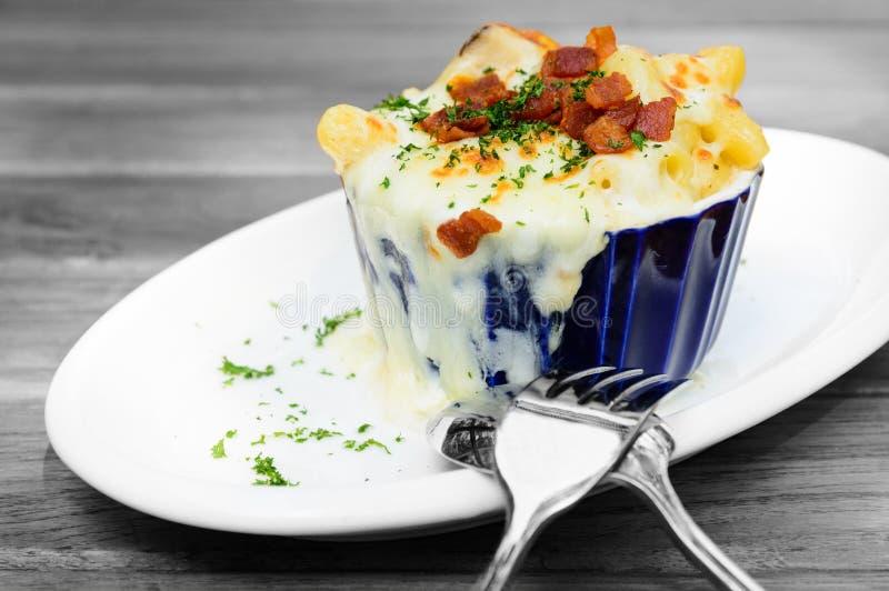 Τυρί και μπέϊκον μακαρονιών στοκ φωτογραφία