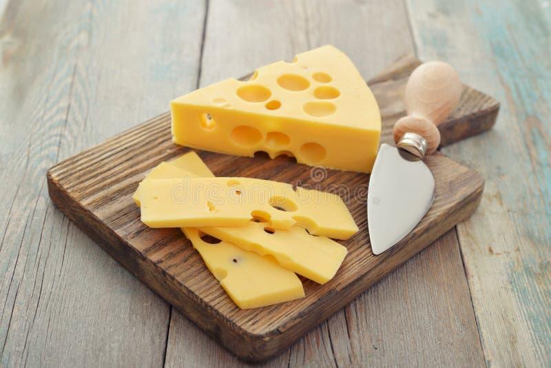 Τυρί με τις μεγάλες τρύπες στοκ εικόνες