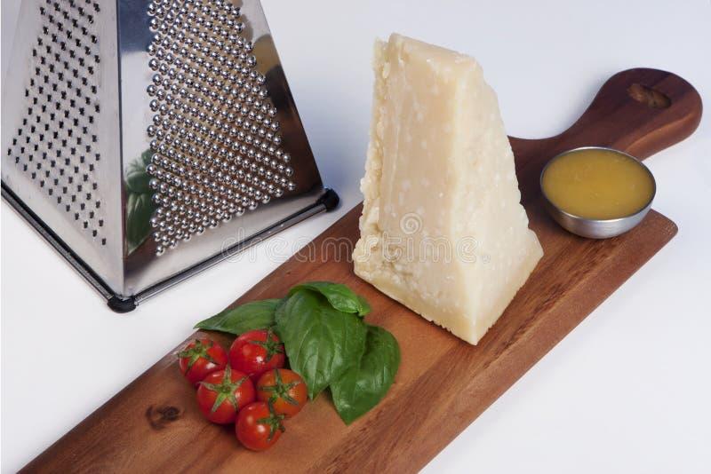 Τυρί παρμεζάνας, ακόμα ιταλικά τρόφιμα ζωής στοκ φωτογραφία με δικαίωμα ελεύθερης χρήσης
