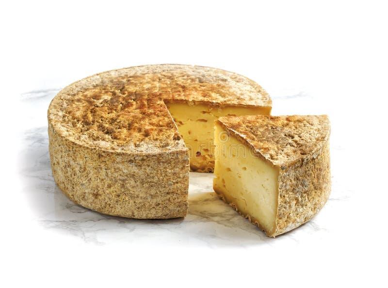 Τυρί που απομονώνεται χειροτεχνικό στο λευκό στοκ εικόνες με δικαίωμα ελεύθερης χρήσης