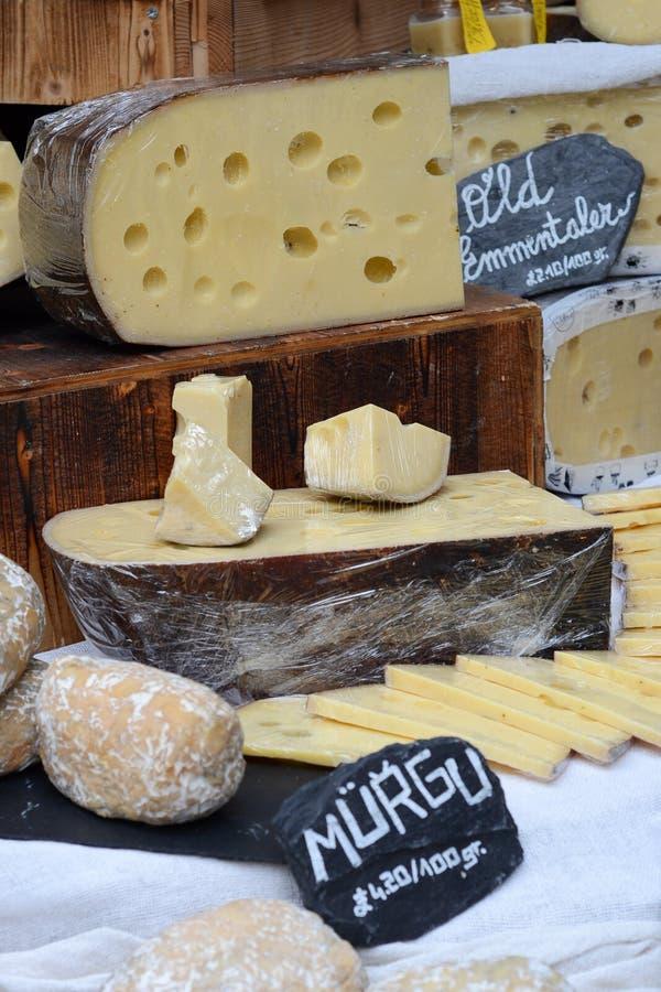 τυρί στενός ενός κομματιού τετραγωνικός Ελβετός επάνω στοκ φωτογραφία
