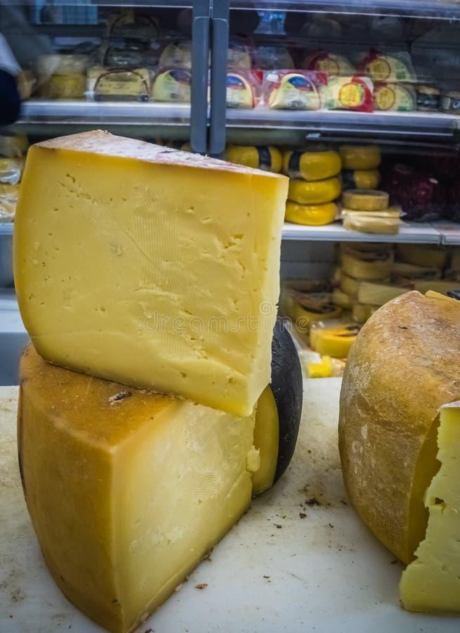 Τυρί στην πώληση στοκ εικόνα