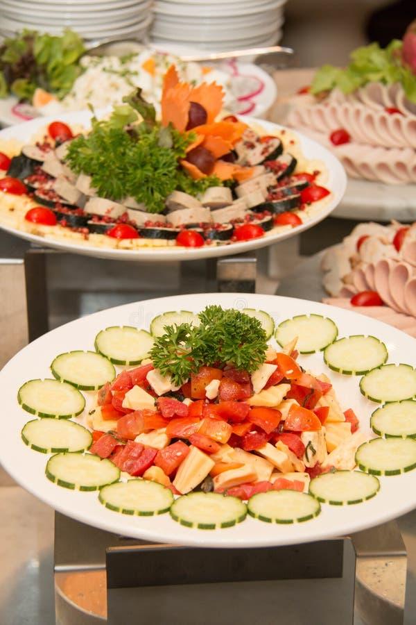 Τυρί φέτας, ντομάτες, ελιές και φέτα ζαμπόν στοκ φωτογραφία με δικαίωμα ελεύθερης χρήσης