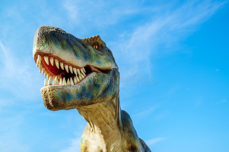 Τυραννόσαυρος στο πάρκο του Νόβι Σαντ Dino στοκ εικόνες