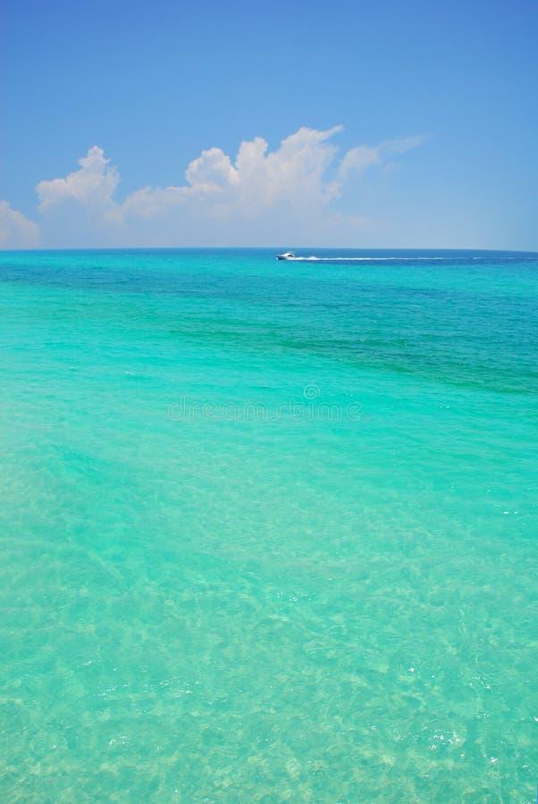 τυρκουάζ θάλασσας βαρκ στοκ εικόνα με δικαίωμα ελεύθερης χρήσης