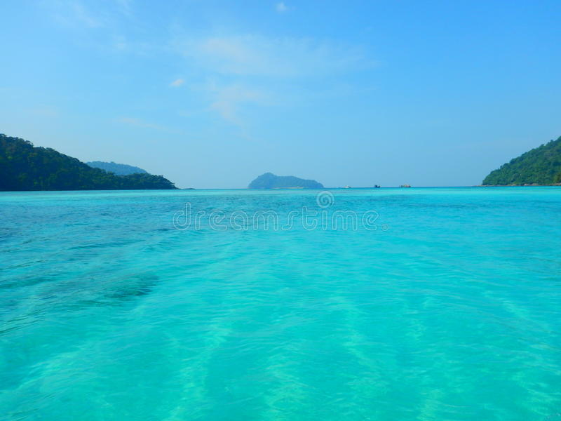 Τυρκουάζ νερό στο νησί Ταϊλάνδη Surin στοκ φωτογραφίες με δικαίωμα ελεύθερης χρήσης