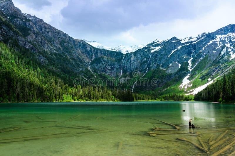 Τυρκουάζ νερό της λίμνης χιονοστιβάδων στοκ φωτογραφίες με δικαίωμα ελεύθερης χρήσης