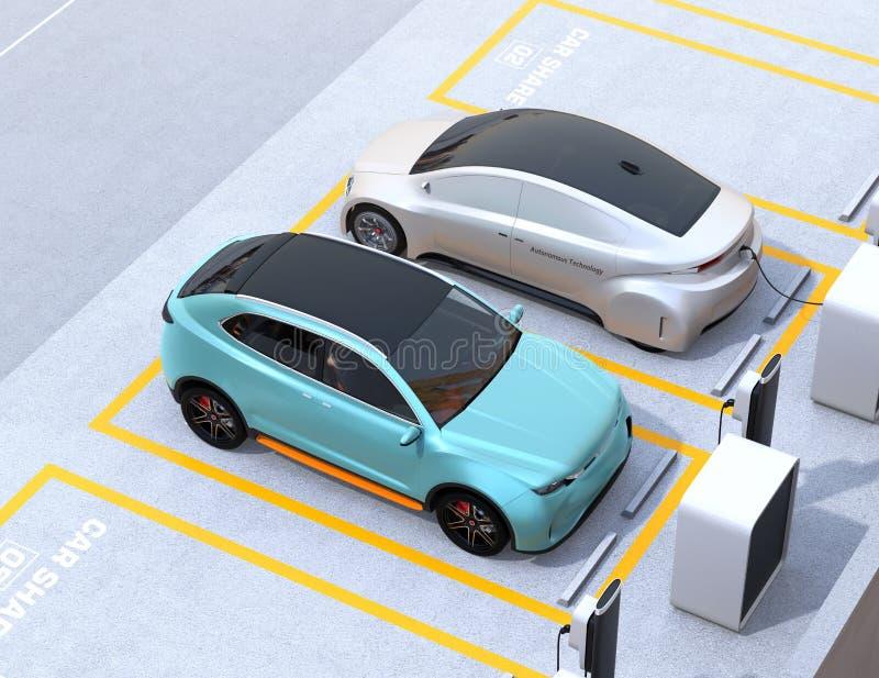 Τυρκουάζ πράσινο ηλεκτρικό SUV και ασημένιο μόνος-οδηγώντας φορείο στο χώρο στάθμευσης μεριδίου αυτοκινήτων ελεύθερη απεικόνιση δικαιώματος