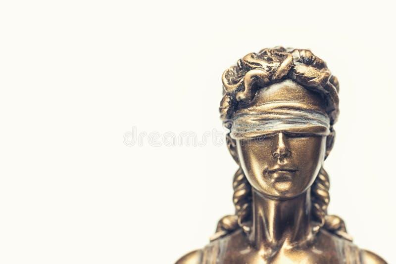 Τυφλό γυναικείο δικαιοσύνη ή Iustitia/Justitia η ρωμαϊκή θεά στοκ εικόνες