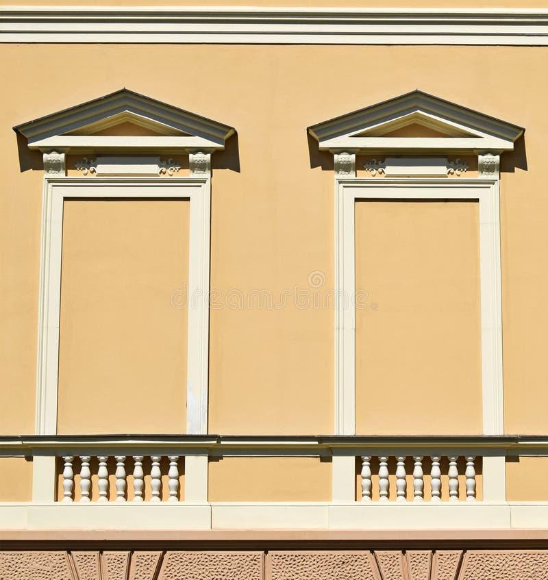 Τυφλά παράθυρα ενός σπιτιού στοκ εικόνες