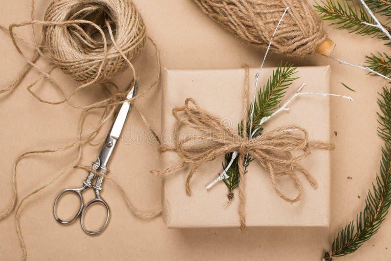 Τυλίγοντας συσκευασίες Χριστουγέννων eco στοκ εικόνες