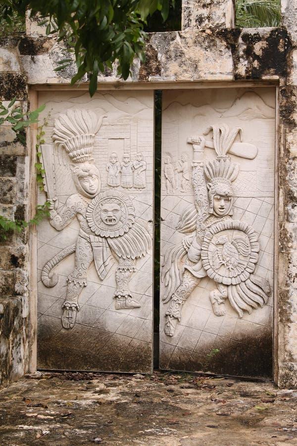 Των Μάγια πέτρινη πύλη στοκ φωτογραφία με δικαίωμα ελεύθερης χρήσης