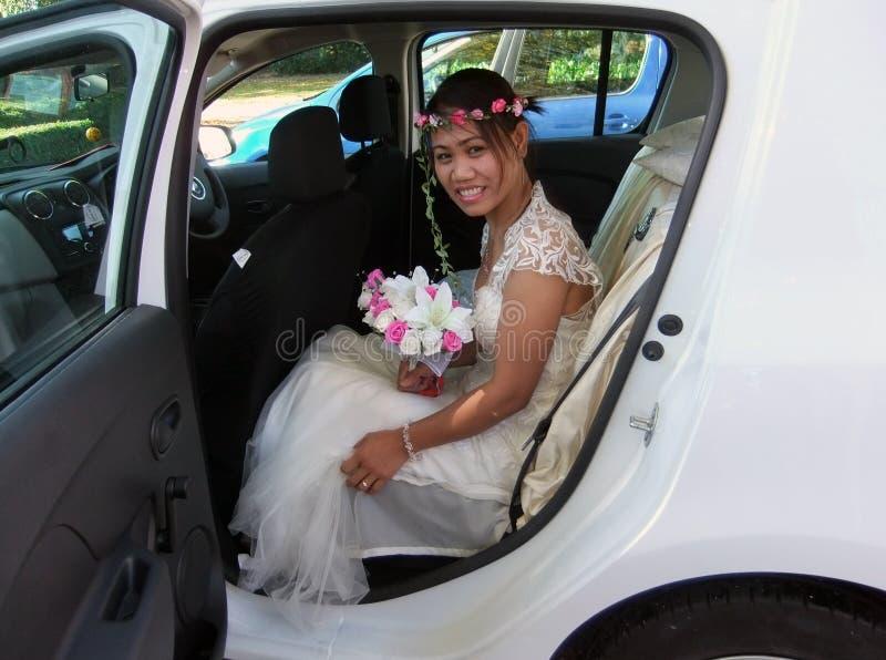 Των Φηληππίνων νύφη στο αυτοκίνητο στη ημέρα γάμου της στοκ εικόνες με δικαίωμα ελεύθερης χρήσης