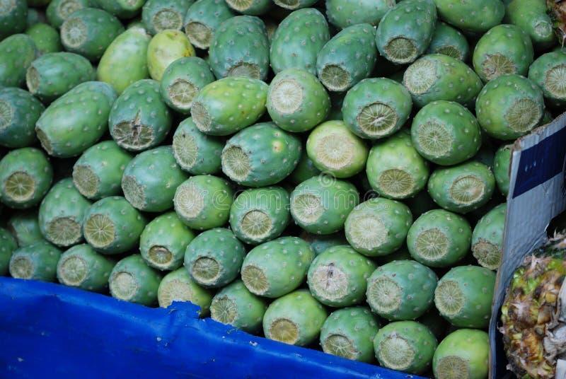 Τόνοι κάκτων σε μια μεξικάνικη αγορά στοκ εικόνα