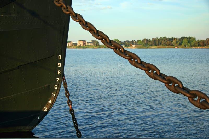Τόξο σκάφους και αλυσίδα αγκύρων στοκ φωτογραφία με δικαίωμα ελεύθερης χρήσης