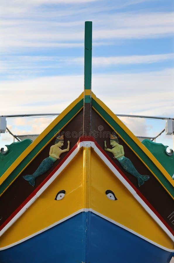 Τόξο της της Μάλτα βάρκας Luzzu στοκ εικόνες