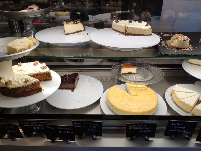 Τόσο πολύ κέικ στοκ φωτογραφία