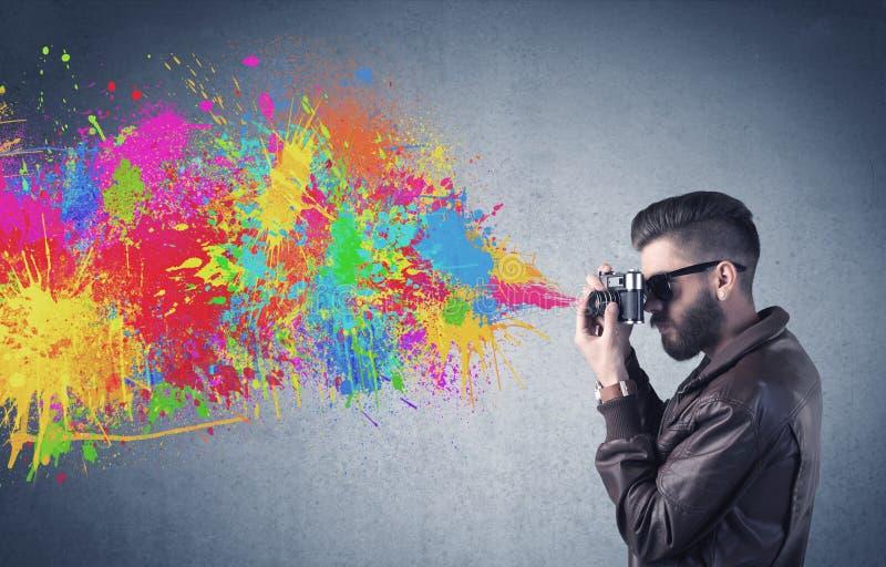 Τύπος Hipster με τον παφλασμό καμερών και χρωμάτων στοκ φωτογραφίες