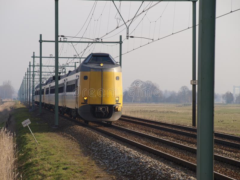 Τύπος Koploper τραίνων που τρέχει μια intercity διαδρομή μεταξύ του γκούντα και του Ρότερνταμ στοκ εικόνα με δικαίωμα ελεύθερης χρήσης