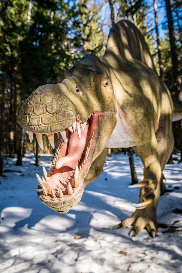 Τ-Rex στο πάρκο δεινοσαύρων στοκ εικόνα με δικαίωμα ελεύθερης χρήσης