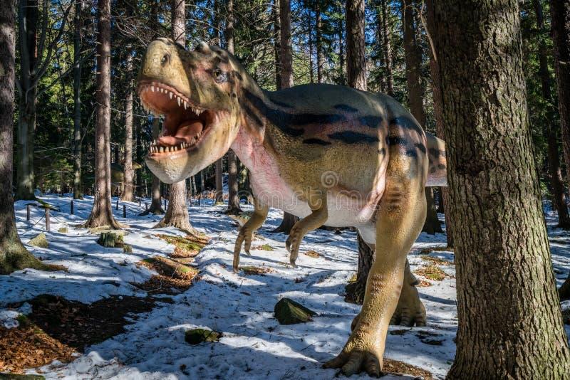 Τ-Rex στο πάρκο δεινοσαύρων στοκ εικόνες