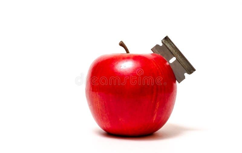 Υγεία: Η κόκκινη Apple με τη λεπίδα ξυραφιών στοκ εικόνα με δικαίωμα ελεύθερης χρήσης