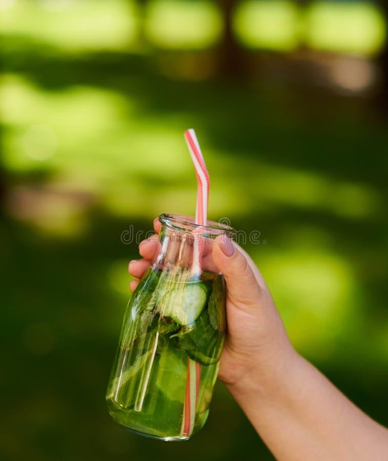 Υγιές πράσινο ποτό detox lifestyle urban στοκ φωτογραφίες με δικαίωμα ελεύθερης χρήσης