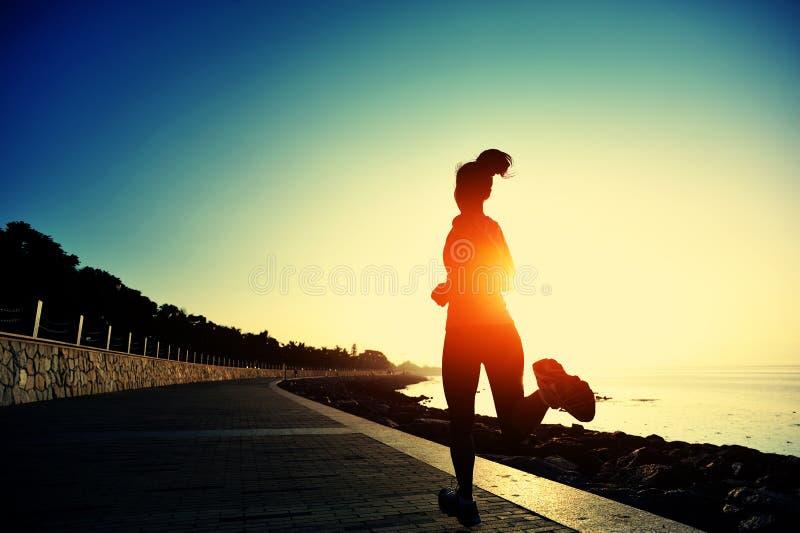 Υγιές τρέξιμο γυναικών τρόπου ζωής ασιατικό στοκ φωτογραφία με δικαίωμα ελεύθερης χρήσης