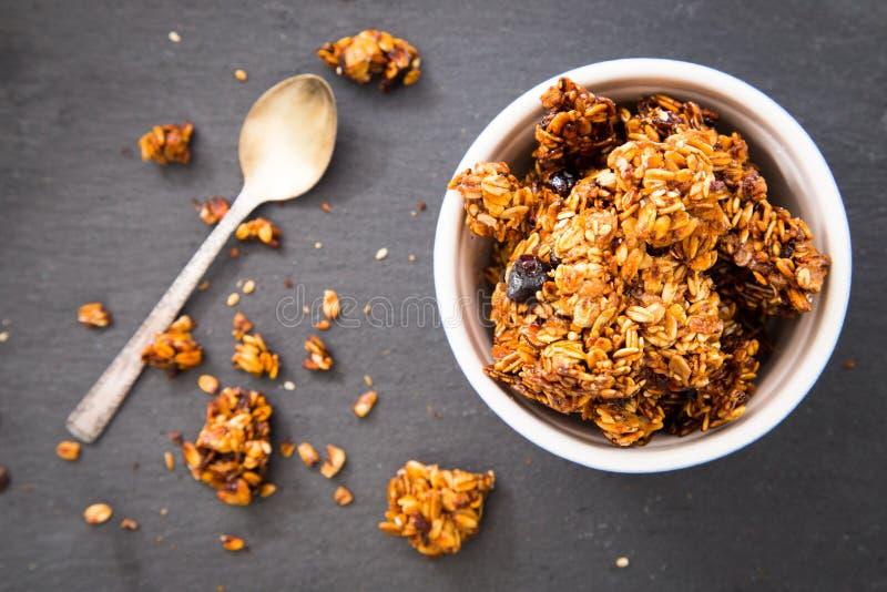 Υγιές φρέσκο granola προγευμάτων, muesli σε ένα βάζο γυαλιού Αντίγραφο SP στοκ εικόνα με δικαίωμα ελεύθερης χρήσης