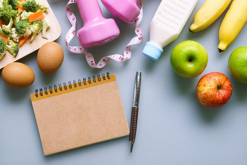 Υγιής έννοια απώλειας κατανάλωσης, να κάνει δίαιτα, αδυνατίσματος και βάρους - κορυφή στοκ φωτογραφία