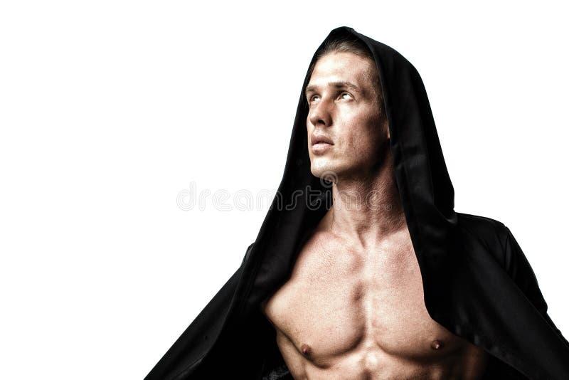 Υγιής αθλητικός νεαρός άνδρας με το μυ στοκ φωτογραφίες