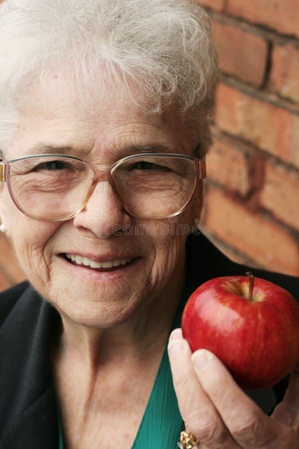 υγιής ανώτερη γυναίκα στοκ εικόνα με δικαίωμα ελεύθερης χρήσης