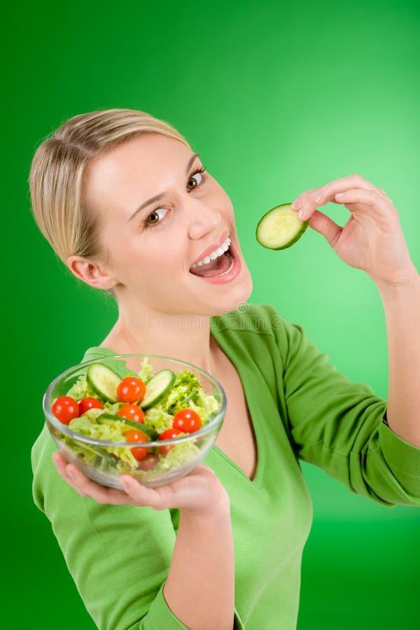 υγιής γυναίκα λαχανικών &sigm στοκ φωτογραφίες με δικαίωμα ελεύθερης χρήσης