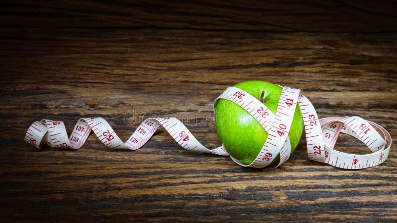 υγιής διαβίωση περίπου να κάνει δίαιτα έννοιας τόξων ανασκόπησης τους κενούς αριθμούς μέτρου παρουσίασης το δεμένο άσπρο παράθυρο στοκ φωτογραφία