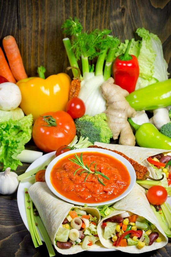 Υγιής κατανάλωση - χορτοφάγα τρόφιμα στοκ φωτογραφίες με δικαίωμα ελεύθερης χρήσης