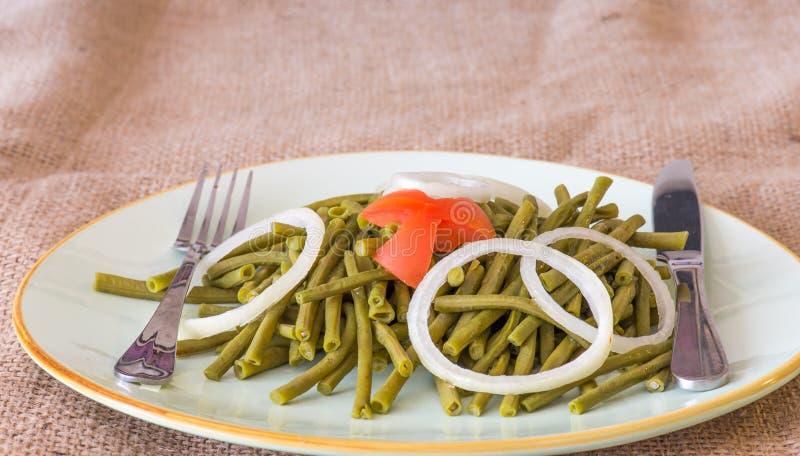 Υγιής κατανάλωση: nutrisious πράσινη σαλάτα φασολιών στοκ φωτογραφίες